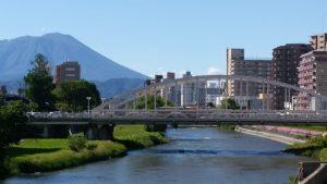 岩手山と開運橋
