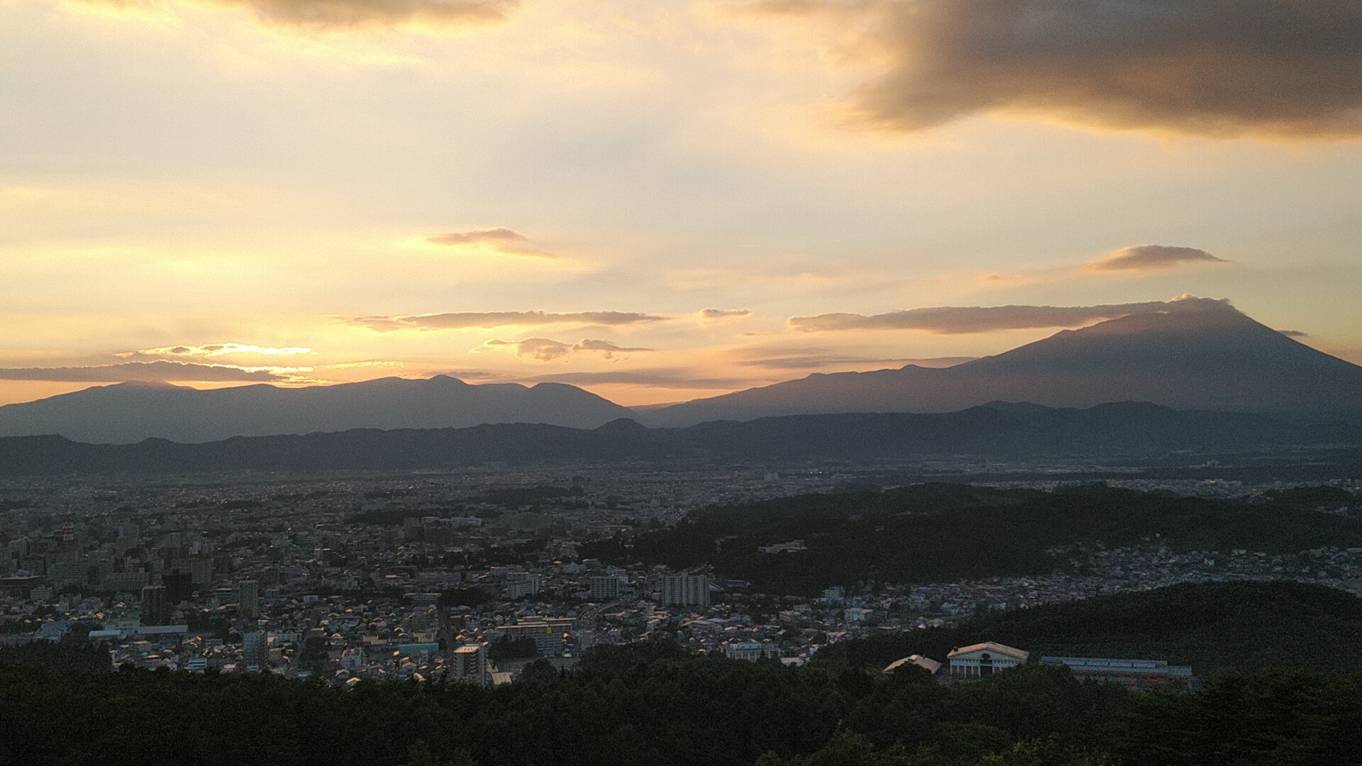 岩山から臨む岩手山の夕日